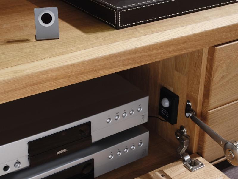 q media. Black Bedroom Furniture Sets. Home Design Ideas